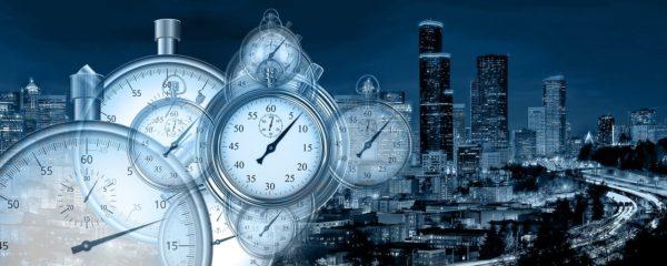 時計と街並み