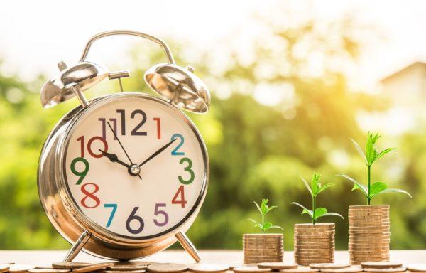 時計とコインの画像